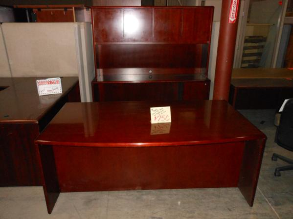 used wood veneer desk set this used executive desk set includes a 72