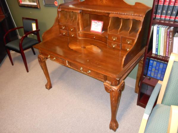 used small wood desk on consignment theis nice wood personal desk